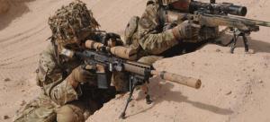 El L129A1 forma una combinación letal con otro francotirador o con un arma de apoyo puesto que ofrece precisión y alcanza, además de cobertura al franco
