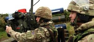 La técnica para lanzar el misil desde el hombro requiere, además de una buena formación física, un conocimiento técnico exhaustivo del arma