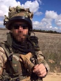 Con casco mk6, uno de los integrantes del 30th commando posa en la ADAF