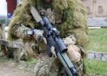 Sniper de la 4th brigada mecanizada en la preparación de su unidad para el despliegue en la operación Herrick. (Photo by Matt Cardy/Getty Images)