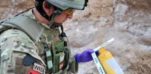 La disposición de las unidades y equipos a escala en un mapa ayuda a la comprensión de la situación en combate