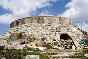 Vista del bunker que preside la vista de Cabeza Lijar