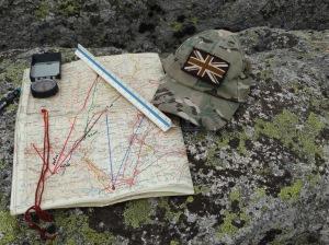 Detalle del mapa, relata y brújula. @ 30 Commando Madrid